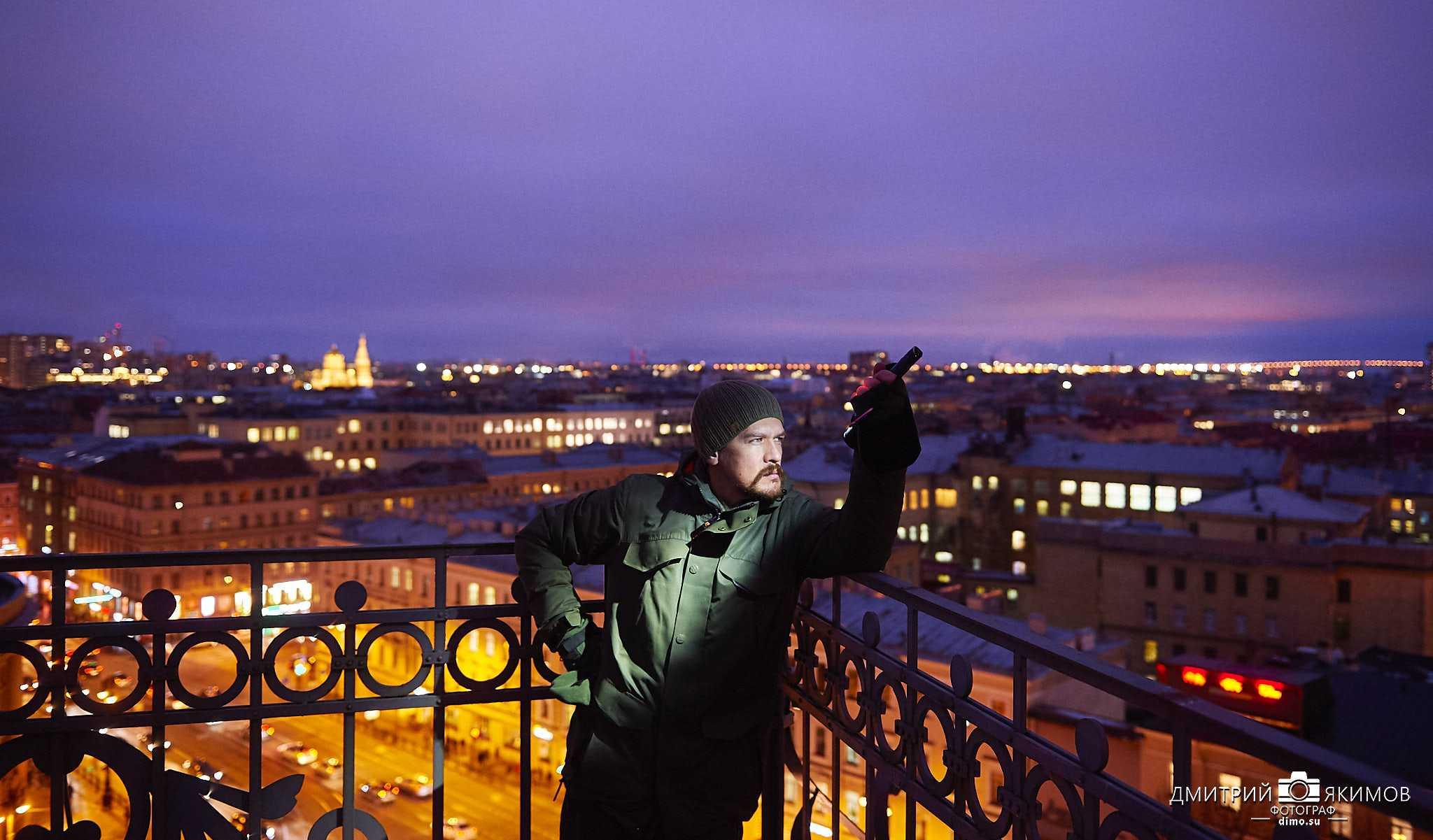 DIM 7881 - Гуляя над вечерним городом, крыши Питера